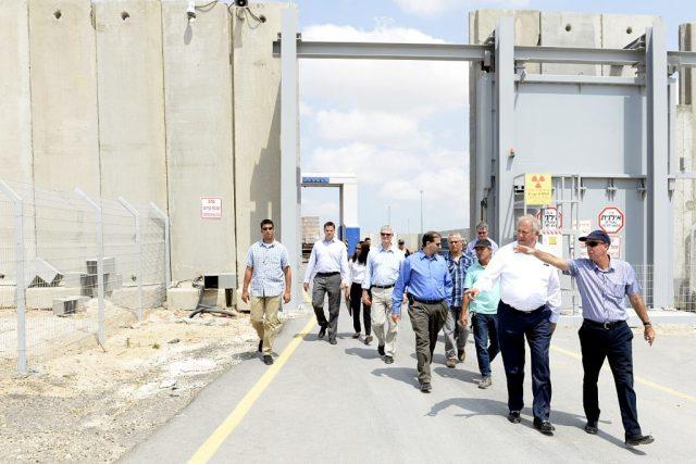 ביקורו של שאנון במעבר כרם שלום // צילום: U.S. Embassy Tel Aviv