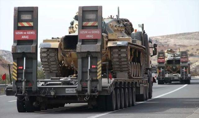 טנקים טורקיים בדרך לגבול עם סוריה