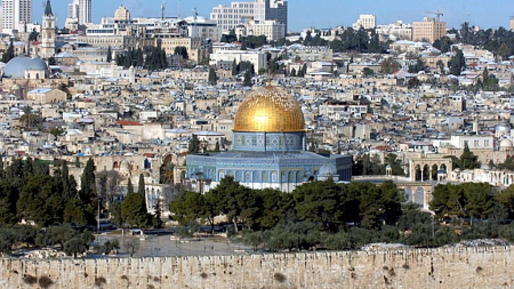 מקווה מתחת לאל אקצא, מטבעות אומאיים עם ציור המנורה ומקורות אסלאמיים שמזהים את הר הבית עם מקום מקדש שלמה