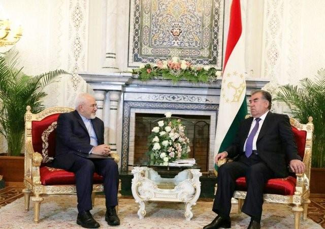 """פגישת הנשיא רחמאן עם זריף, אפריל 2018, (תמונה מסוכנות איסנ""""א) טג'יקיסטן מאשימה את איראן שהמשיכה לתמוך לאורך כל השנים בתנועה האסלאמית האסורה"""