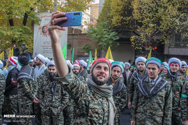אנשי הבסיג' בהפגנות תמיכה בשלטון השבוע // מקור: סוכנות הידיעות מאהר