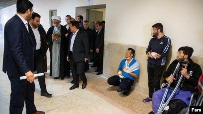 """איראן: עשרות צעירים פצועים מהירי או העינויים הקשים העוברים בבתי המעצר, מבין אלפי העצורים. האייתוללה התובע (בתמונה) טען בביקור בבית מעצר הידוע לשמצה: """"כל העצרים מרוצים מתנאי החזקתם"""""""