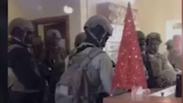עיראק: פנים אל מול פנים - המפגינים וחיילים אמריקאים