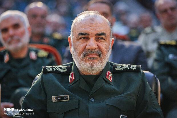 """חוסיין סאלמי מפקד משמרות המהפכה מאיים על ארה""""ב"""