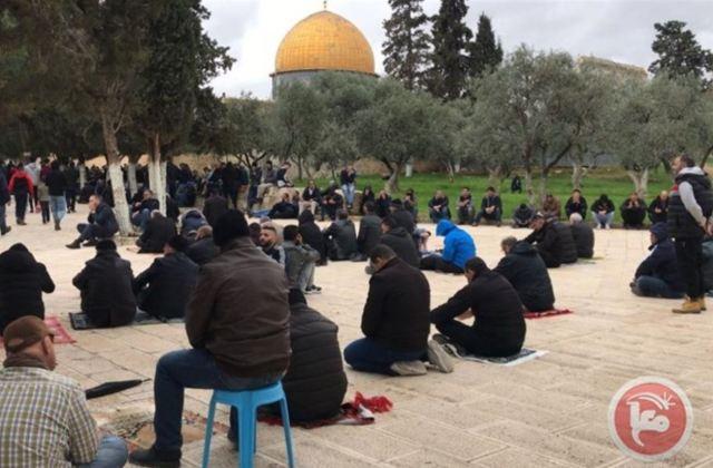 תפילה מחוץ למסגדים בהר הבית - הפרה של הוראות משרד הבריאות