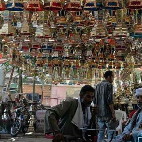 הקורונה במזרח התיכון: מצוקת סוחרי הפנסים של הרמדאן