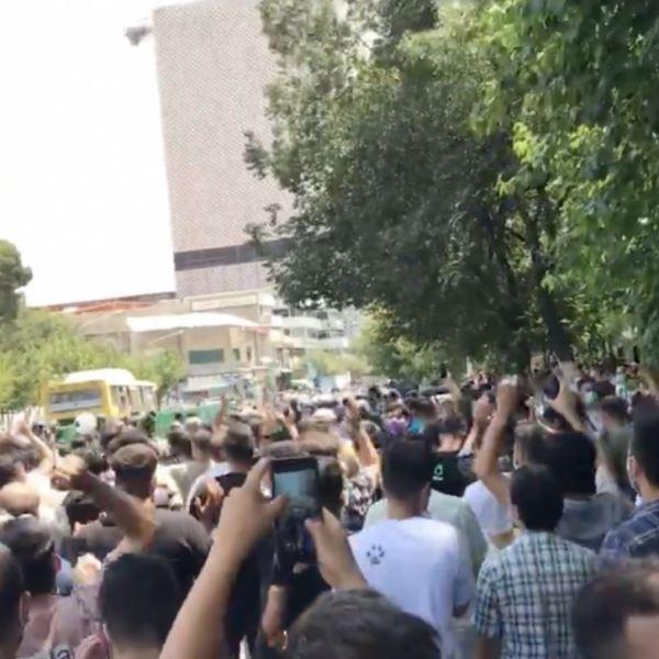 הפגנות המים מתפשטות ואיראן פורסת