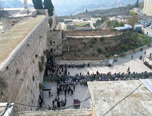 The earthen ramp that served as a bridge to the Mughrabi Gate, after weather conditions caused its collapse in the winter of 2004. (courtesy of the Western Wall Heritage Foundation)