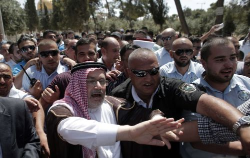 Jordanian minister being rescued from a mob on the Temple Mount (Arab media)