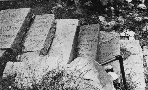 In the period of Jordanian rule in east Jerusalem, 38,000 headstones and graves at the Jewish cemetery on the Mount of Olives were desecrated, shattered, and damaged. After the Six-Day War and the unification of Jerusalem, the Israeli Religious Affairs Ministry documented the large-scale destruction. In the picture: headstones that were torn out and used as steps.