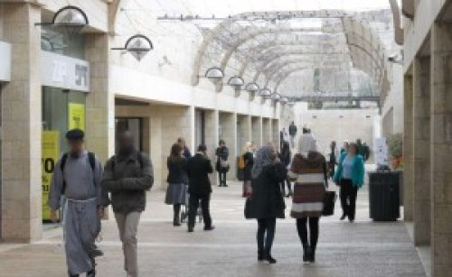 The Mamilla Promenade—a common space for Jewish and Arab commerce. (Photograph: Ariel Shragai)
