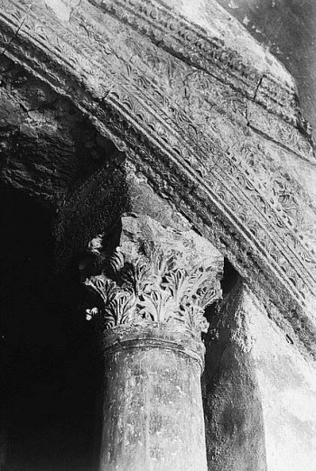 Column in the subterranean passage