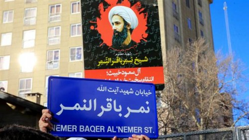 Iranian protesters hold up the new street sign bearing the name of the executed Saudi Shia cleric Sheikh Nimr Baqr al-Nimr in the Iranian capital, Tehran, January 3, 2016. (Photo by ISNA)