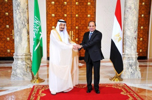 Egyptian President Sisi receiving Saudi King Salman bin Abdel Aziz