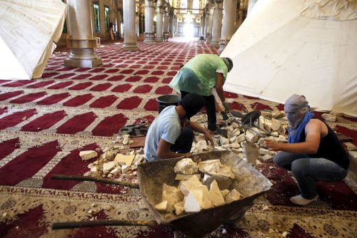 Masked Palestinians prepare stones inside Jerusalem's al-Aqsa Mosque, one of Islam's holiest sites, on September 27, 2015. (AFP)