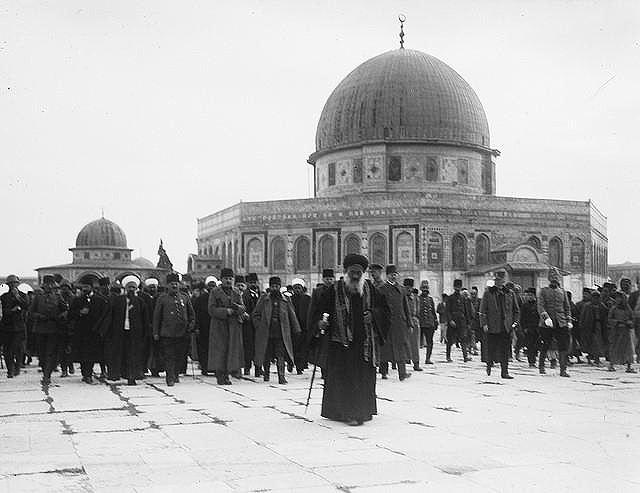 Senior Turkish officers visiting the Dome of the Rock in Jerusalem, 1916