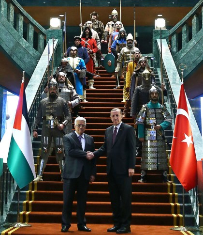 Palestinian Authority President Abbas meeting with Turkish President Erdogan in the presidential palace in Ankara in 2015 in the presence of an Ottoman military honor guard. The 16 soldiers represent 16 unitedTurkish states. (Getty)