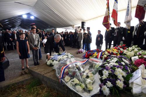 Ceremony in France, Netanyahu laying a wreath.