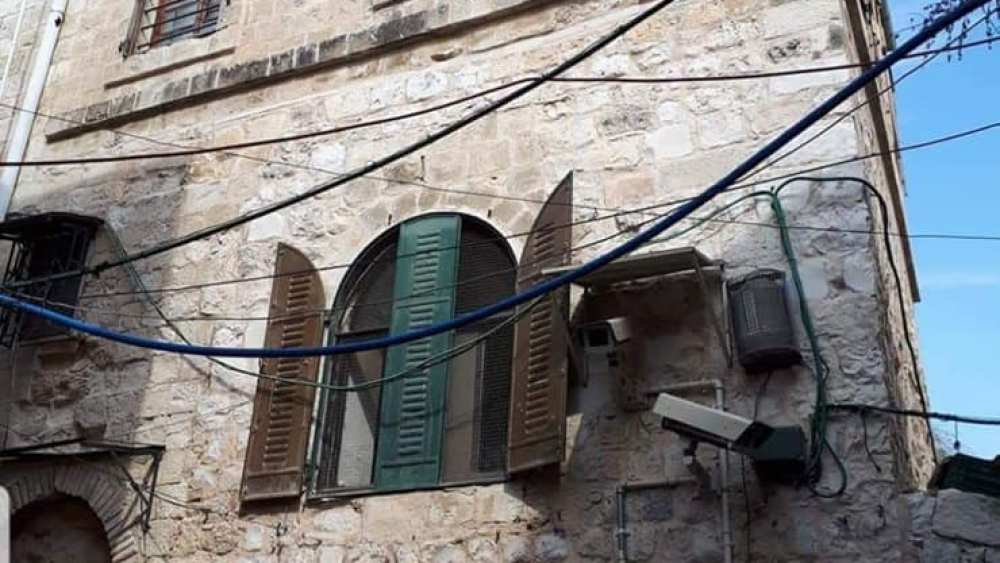PA Ostracizes Palestinians Who Sell Houses to Jews