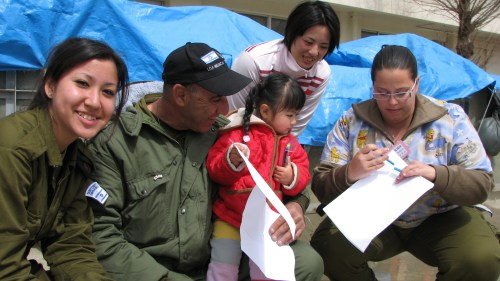 The IDF aid delegation to Japan with local children