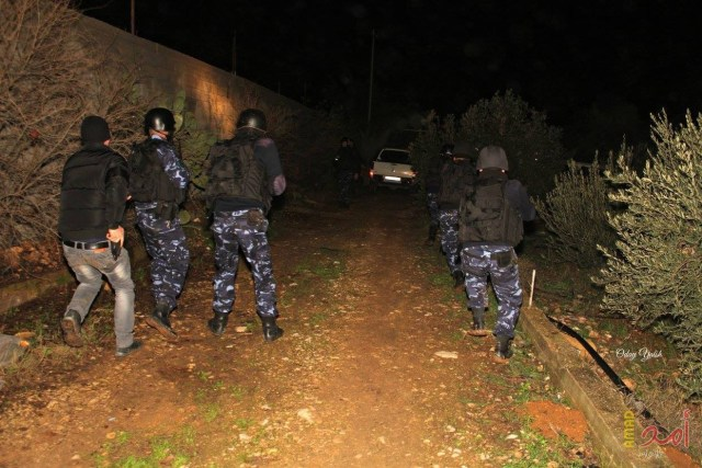Palestinian Authority officers in a battle with Tanzim gunmen in Nablus