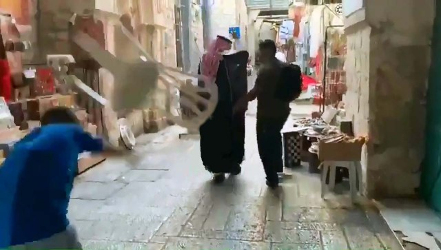 Saudi blogger ducking from objects thrown at him