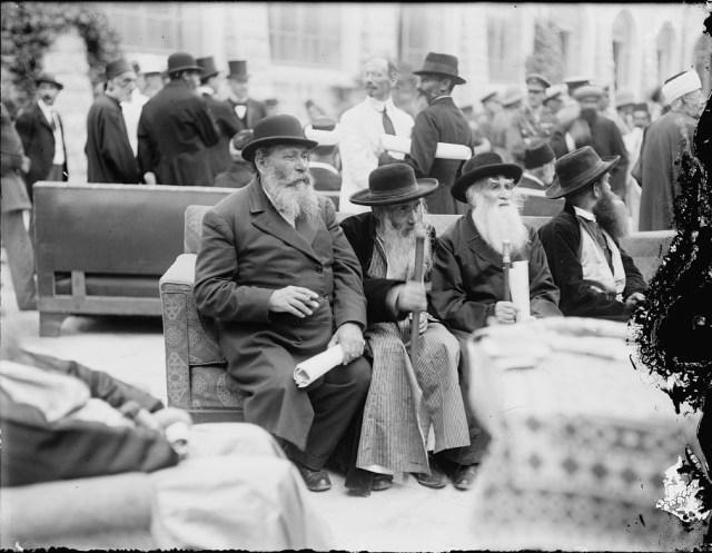 Jewish dignitaries holding Samuel's proclamation