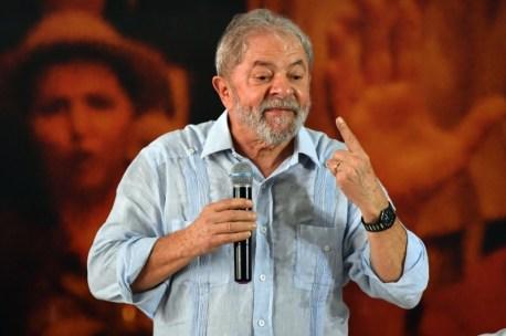 Resultado de imagem para Lula confirma pré-candidatura e defende campanha mesmo com fato 'indesejável'