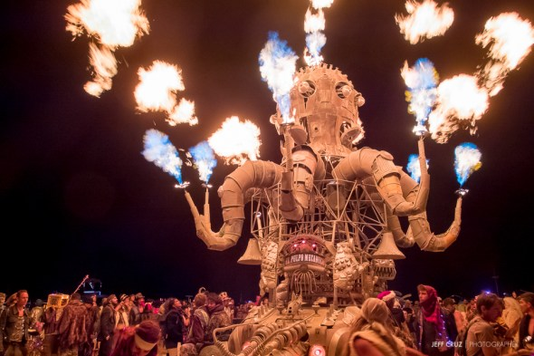 El Pulpo Mechanico lighting up the Playa as far as the eye can see