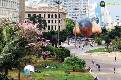 A artista australiana Patrícia Piccinini expõe cerca de 25 obras surrealistas com hiperrealismo no Centro Cultural Banco do Brasil em São Paulo.