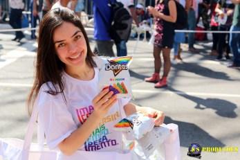 Centenas de participantes distribuíam o snack durante o evento