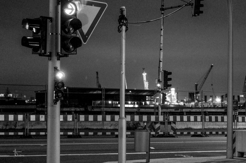 Faces of Hamburg – Docks and traffic lights