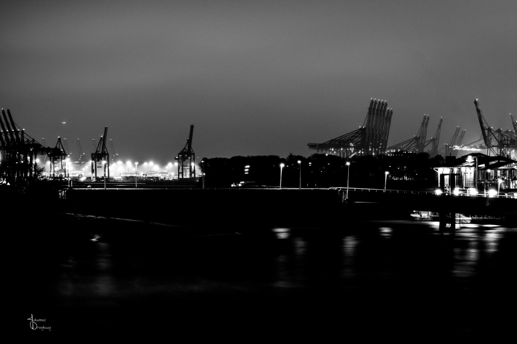 Faces of Hamburg – Cranes and lights