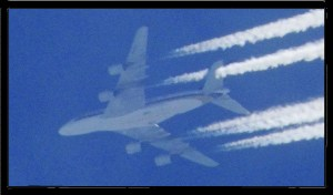 co2 4 engine jet with contrails