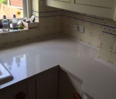 Quartz worktop whit a border