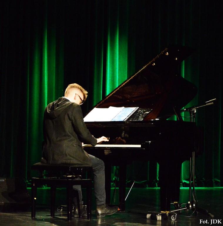 Milosz Marcinkiewicz gra utwory Chopina