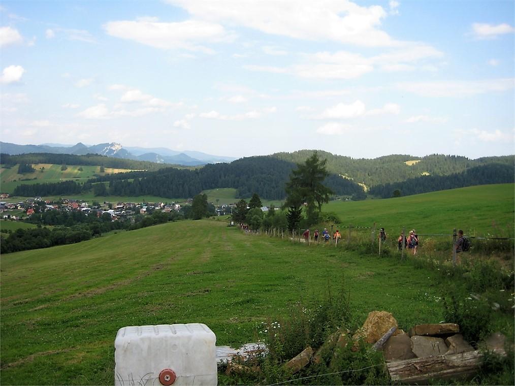 Widok na okoliczne górki z turystycznego szlaku Magury Spiskiej.