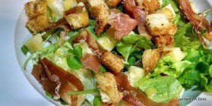 Salada verde com presunto cru