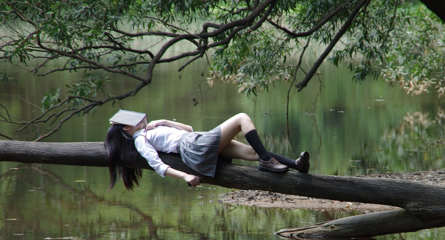 Smelling Books while reading - confessions of a serial bookworm title