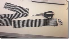 couper un collant pour en faire des élastiques