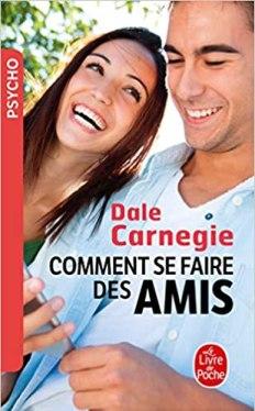 Couverture du livre de Dale Carnegie Comment se faire des amis - Couple homme femme souriant