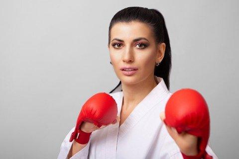 Carpe diem signifie aussi choisir ses combats - Femme brune avec des gants de boxe