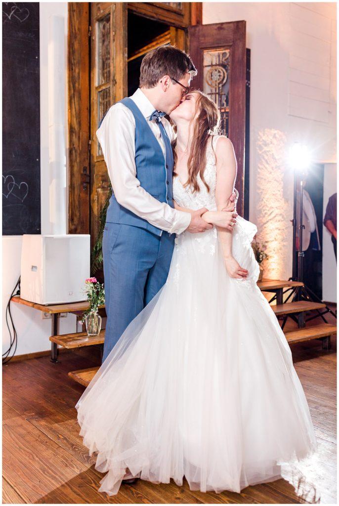 brudevals dans til bryllup til rustikt bryllup
