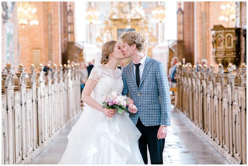 brudepar i sct bendts kirke til bryllup i ringsted