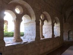 Cloître, baie géminée surmontée d'un oculus