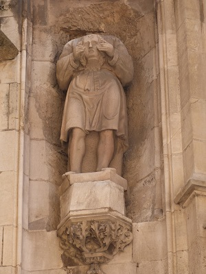 Statue céphalophore de Saint Mitre