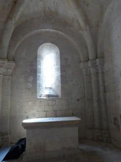 Absidiole du bas-côté droit, autel