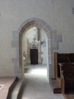 Porte dans l'abside