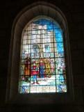 Vitrail dans chapelle du collatéral droit