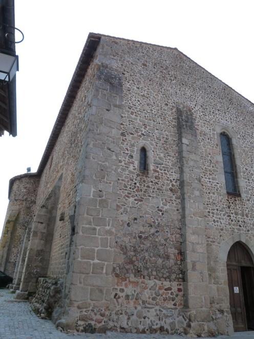 Cour de l'église et entrée